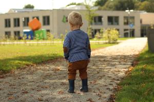 16 x knutselen met herfstmaterialen voor dreumes en peuter