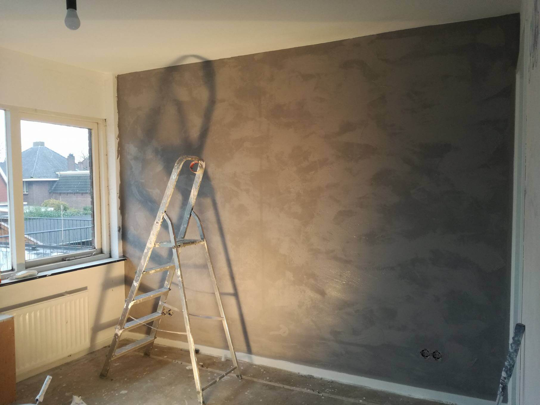 Onze slaapkamer met betonlook muur inclusief voor en na foto s