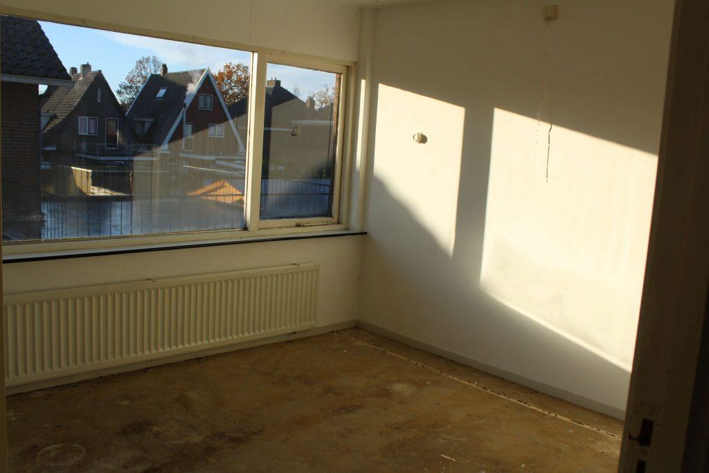 Betonlook Muur Woonkamer : Onze slaapkamer met betonlook muur inclusief voor en na foto s