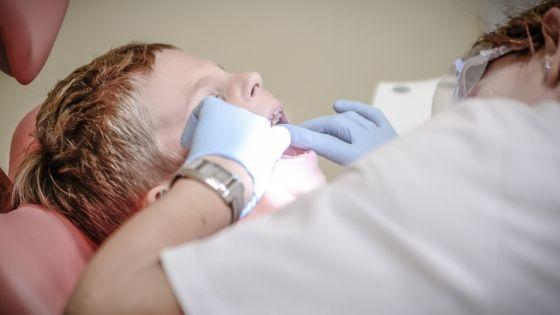 Naar de hardhandige tandarts