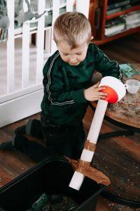 Activiteiten-en-speltips-voor-de-sensory-bin-1